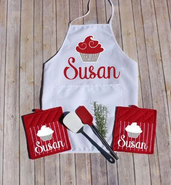 Personalized Apron, Red Oven Mitts, Red Potholder, Custom Pot Holder, Housewarming Gift, Bridal Shower Gift, Gift for Chef, Gift for Baker