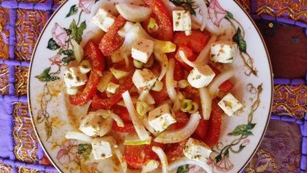 Tomaten mit Tomatenessig von Nicole Hübner - www.mondberg.de - Kurkuma, Kreuzkümmel, Zwiebeln, Trikatu (Pfeffer), granulierter Knoblauch und Käsewürfel - mh lecker
