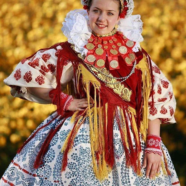 #Repost @hrvatski.folklor (@get_repost)  #valpovo#slavonija#slavonia#hrvatska#croatia#hr#hb#cro#folklor#tradicija#kultura#kolo#muzika#music#dance#plesovi#pjesme#croatiandance#nošnje