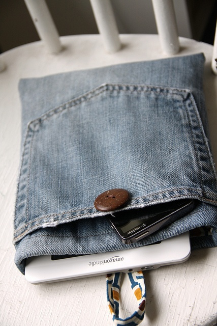 Upcycled jeans kindle cover tutorial.  In case A ever actually gets a kindle.  #tutorial