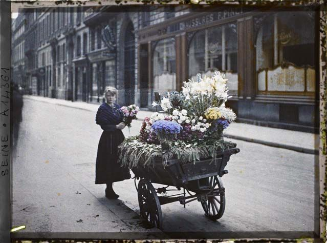 A flower market in front of 53 rue Cambon. Location: Paris (I st arr.), France, 25 June 1918.