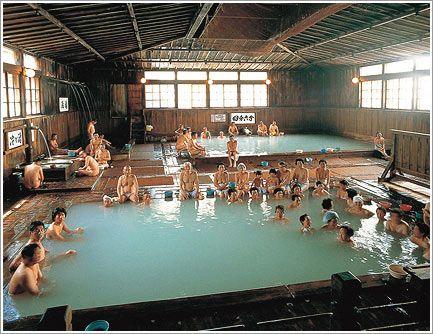 酸ヶ湯(すかゆ)温泉:sukayu-onsen In Japan you wash & rinse outside the tub. Everyone uses the same tub water for soaking only. Onsens are places to enjoy hot springs bathing at inns, hotels & ryokans (Japanese traditional inns). Rotenburo are outside hot springs. Nature can be enjoyed while bathing in the rotenburo. Sentos are public bath houses found in residential neighboods. Ofuro is the bath in the home.