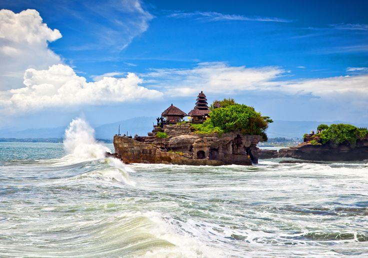 Templo que visité en mi  Luna de Miel. Sólo se puede acceder con marea baja. Cómo siempre ¡cuidado con los monos! que afanan cosas como bolsos, gafas, cámaras... y no los pillas.