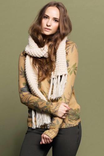 Desenli modeli ve rahat kumaş özelliği ile dolabınızın vazgeçilmezi DeFacto bayan desenli kazak.