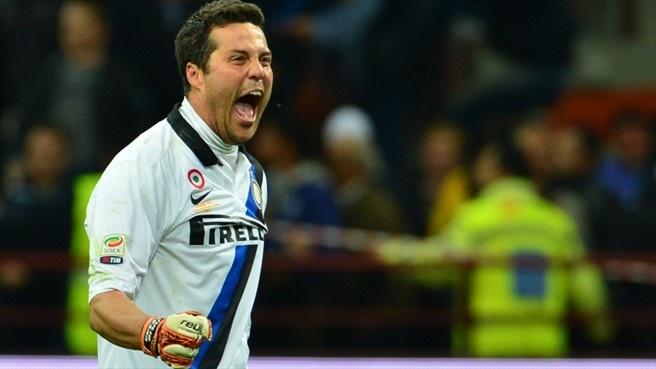 #ilgattodiRio Júlio César shows his elation after Inter triumphed in the Milan derby