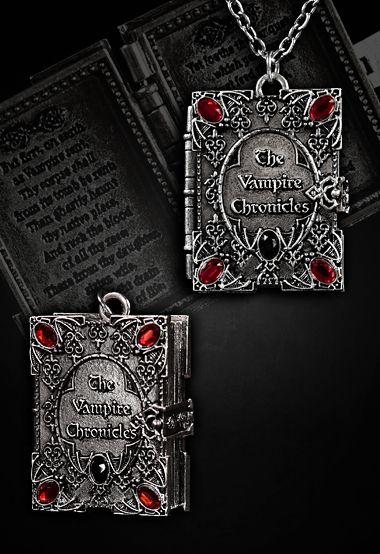 Collier livre des vampires avec pendentif en forme de livre qui s'ouvre