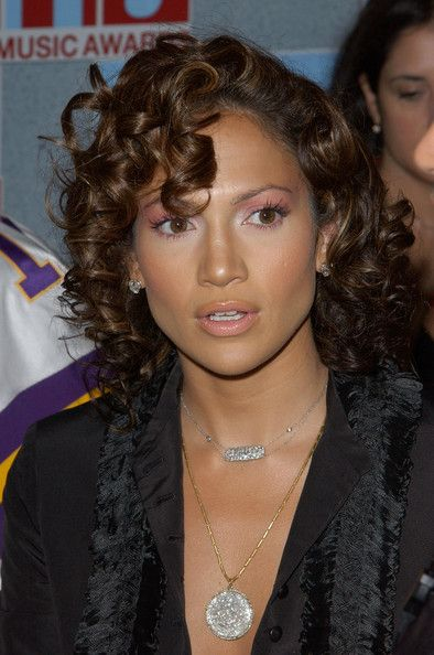 Jennifer Lopez Medium Curls - Jennifer Lopez wore her short locks in tight spiral curls.