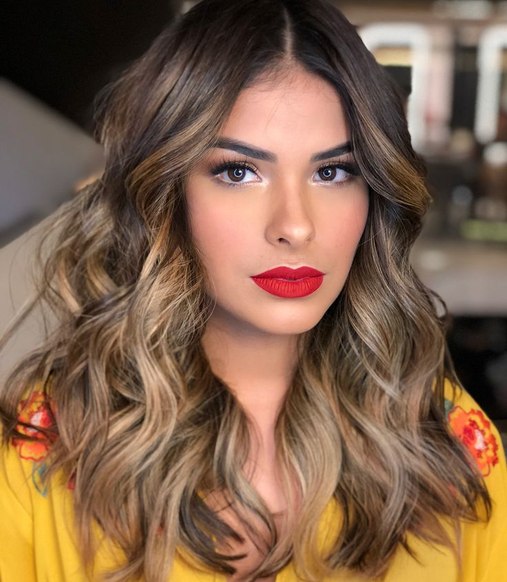 ✨ Beleza encantadora de @muniknunes feita por @romeufelipe e @leandrorodaluge, estou apaixonado por essa menina mulher... … | Cabelo, Luzes cabelo, Ideias de cabelo