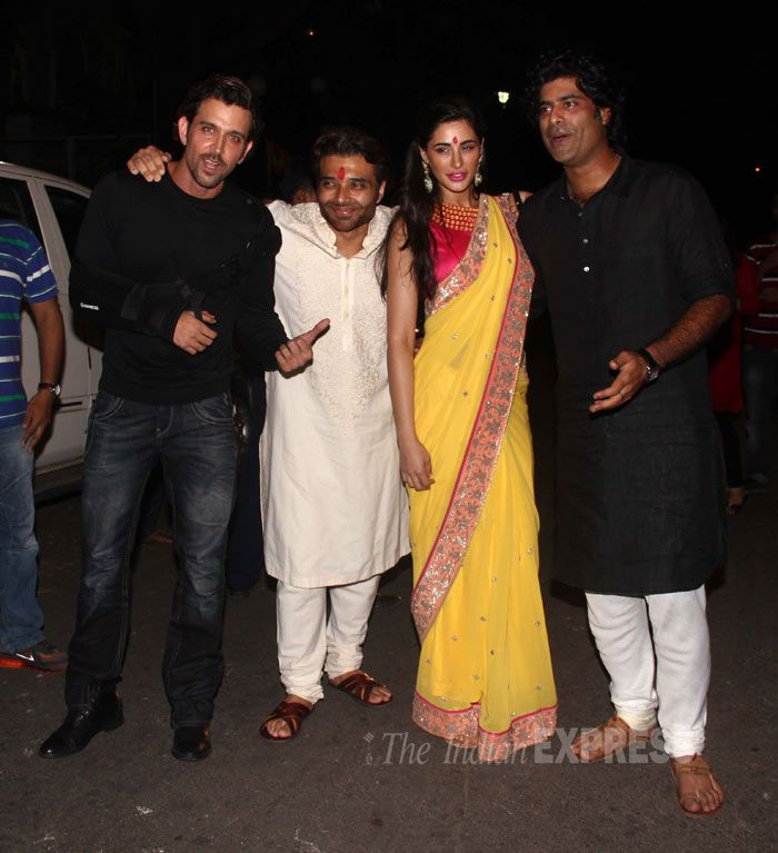 Hrithik Roshan skipped the traditional wear as he poses for a group picture along with Uday Chopra, Nargis Fakhri and Sikandar Kher at Amitabh Bachchan's Diwali bash. #Bollywood #Fashion #Style #Beauty #Handsome