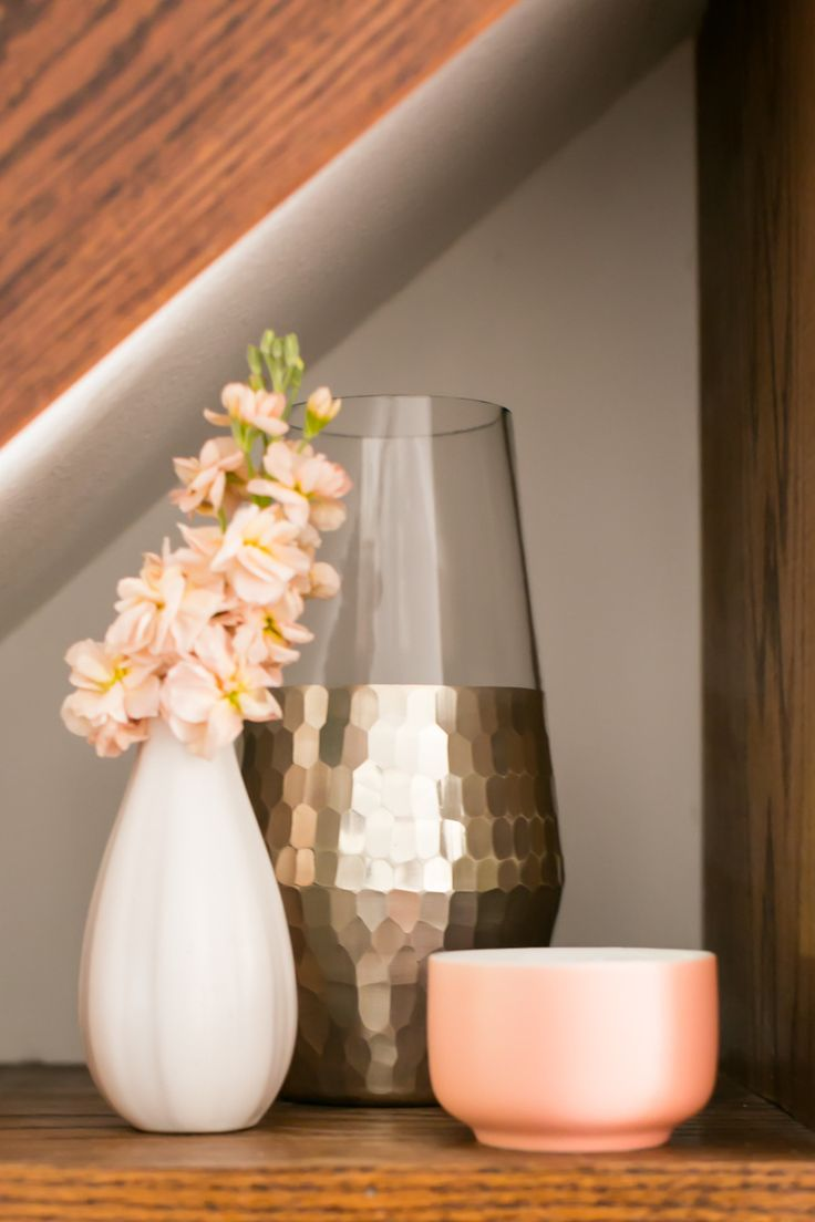 Gold vase, replace the bronze with white then it would be ideal for my work desk