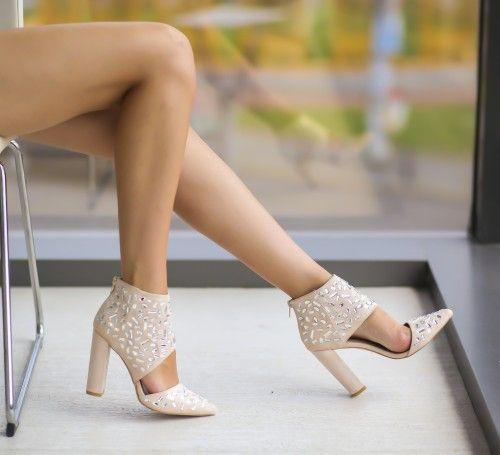 Pe Bazar-net.ro un magazin online de reduceri si oferte gasesti: Pantofi Xane Bej un produs la reducere vandut de dEpurtat.ro la pretul de 99.0 de lei. Daca vrei sa comanzi acest produs da CLICK pe…