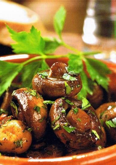 Een heerlijk eenvoudige tapas of als voor- of tussengerecht. Kijk voor dit recept en andere ook eens op http://hetetenisklaar.wordpress.com