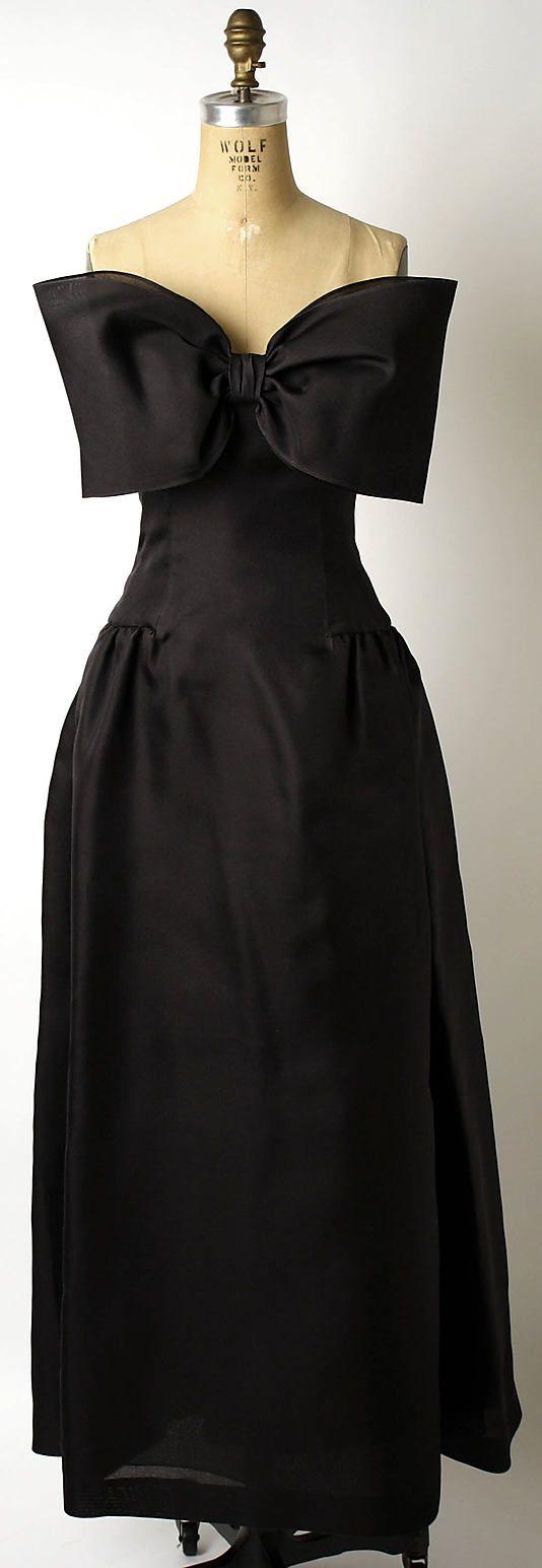 Dress, Evening  Oscar de la Renta, Ltd. (American, founded 1965)  Designer: Oscar de la Renta (American, born Dominican Republic, 1932) Date: ca. 1980