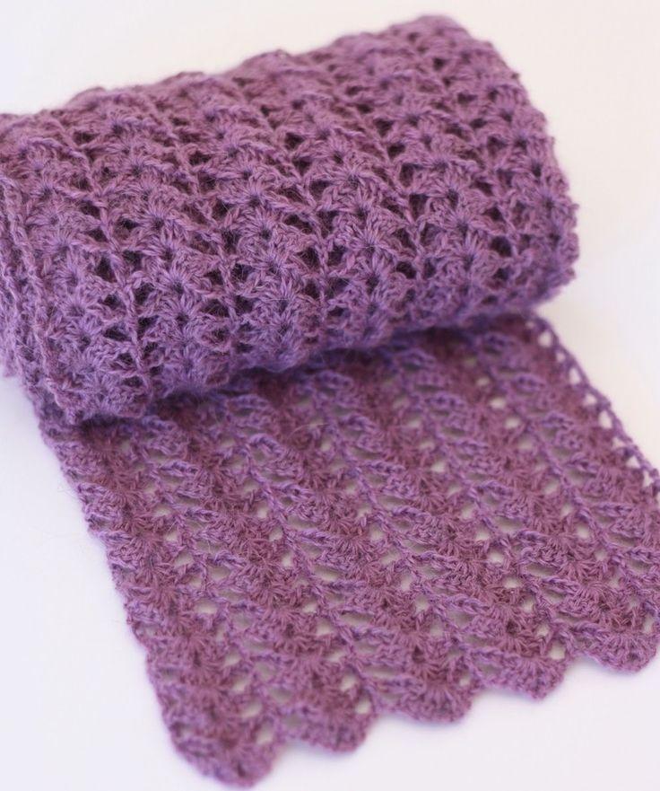 Kijk wat ik gevonden heb op Freubelweb.nl: een gratis patroon van Breipen om deze mooie sjaal te maken https://www.freubelweb.nl/freubel-zelf/gratis-haakpatroon-sjaal-13/