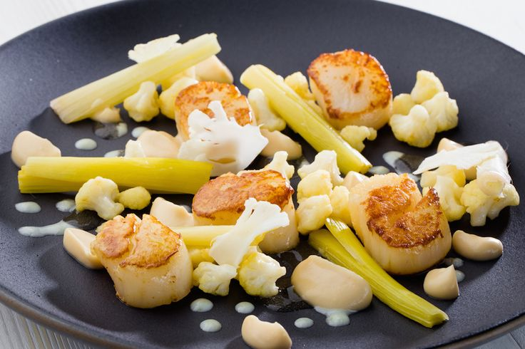 Scallops with cauliflower and cider sauce
