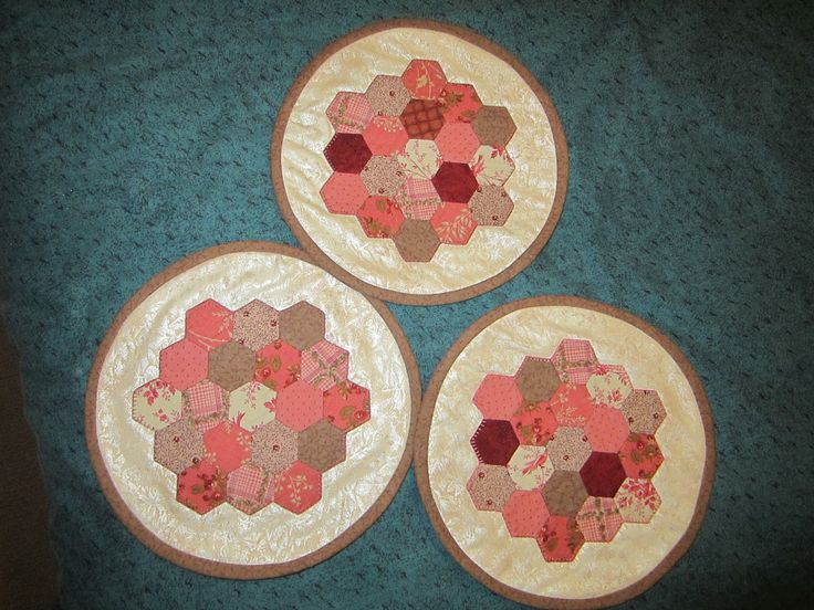 Paper piecing table mats