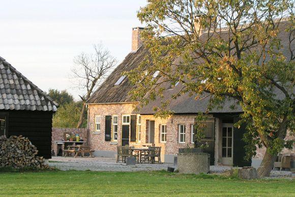 mooi vlaams/nederlandse langgevelboerderij heel mooie :))
