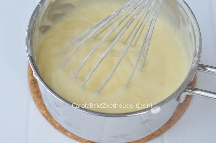 Banketbakkersroom maken, lekker voor in een tompouce, een roombroodje, tussen 2 taartlagen. Crème patissier heeft zoveel mogelijkheden. Homemade custard.