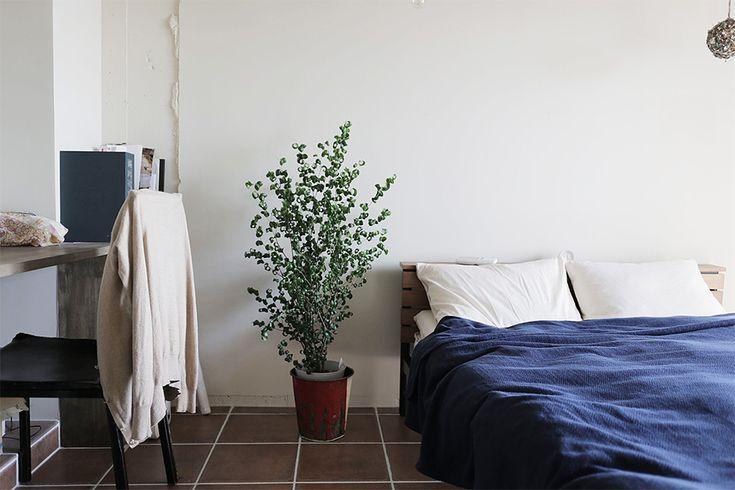 テラコッタタイルの寝室 by EIGHT DESIGN