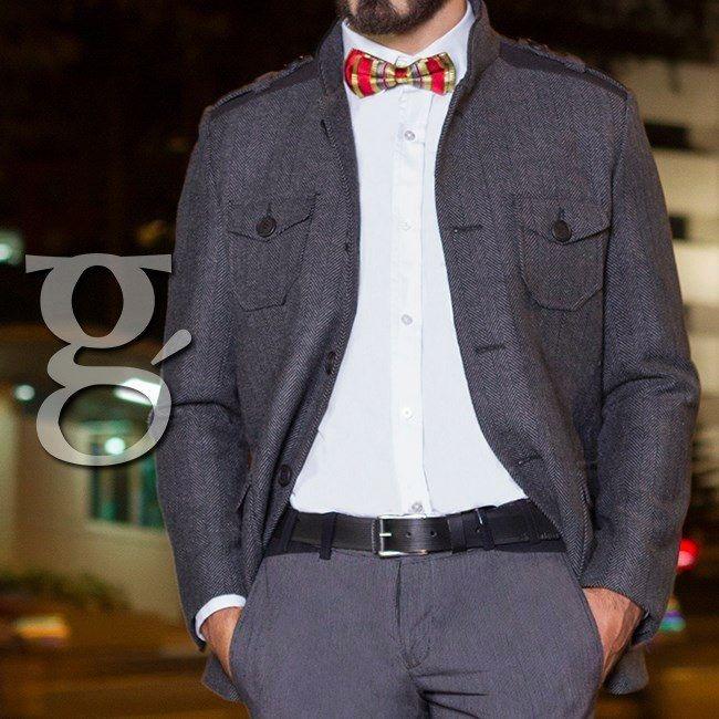 Las chaquetas en un tono grisáceo son una buena opción para tu outfit elegante ademas que combina con cualquier estilo y nunca pasa de moda. #Gentlemen #Man #Fashion #Style