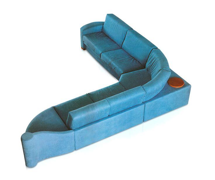 #Comodo e dallo stile #moderno il #divano angolare Samir presenta una struttura in legno massello, con braccioli sedile e schienali in poliuretano stampato a freddo. @barciulliarreda