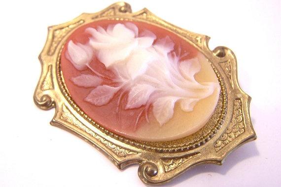 Vintage Resin Brooch P536 by JewelsAndMyGirls3 on Etsy, $12.00: Brooches P536, Favorite Vintage, Etsy, Resins Brooches, Flower Brooch, Vintage Wardrobe, Vintage Resins, Brooches Vjse2, Vintage Jewelry