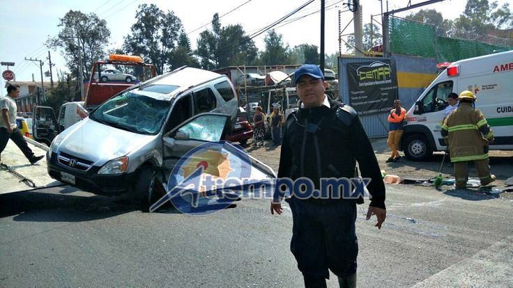 Una mujer que tripulaba una camioneta Honda de color gris se incorporó de manera imprudente a la carretera; el conductor de un auto Jetta de color verde no alcanzó a ...