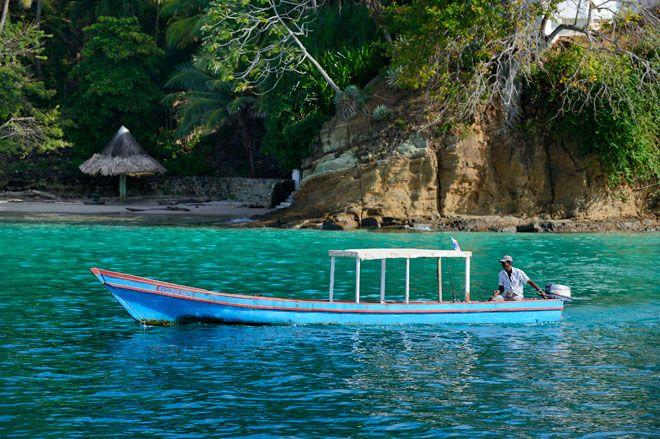 Tierra codicia por piratas y conquistadores, Panamá significa abundancia de peces y mariposas aunque este país del centro de América es mucho más que esto. Panamá es un lugar que atrapa al viajero por su belleza y por su espectacularidad. Su naturaleza deja ojiplático al visitante y su capital, Ciudad de Panamá, es el contraste perfecto en un país en el los parque naturales lo acaparan casi todo.  Con una biodiversidad envidiable, los amantes de este tipo de entorno tiene en Panamá su…