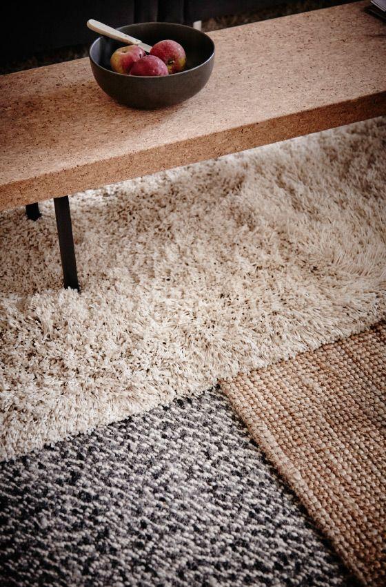 I tessili sono un ottimo mezzo per rinnovare lo stile della casa senza spese eccessive. Per adeguarci ai colori tenui dell'autunno, abbiamo scelto i grigi chiari e le tonalità della terra, che riflettono la stagione all'esterno - IKEA