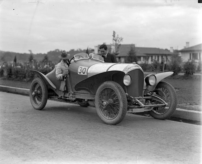 Alpine Rally Bentley in front of Hotel Canberra in 1926.
