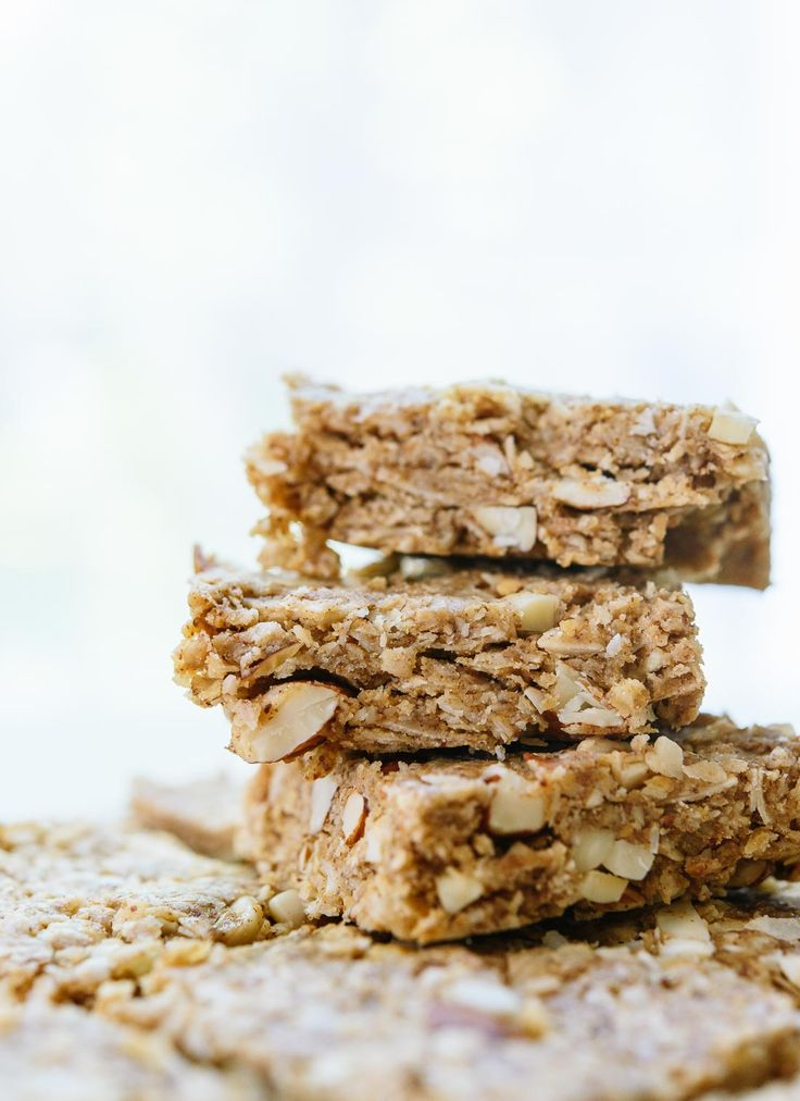 This amazing granola bar recipe is so easy and delicious! cookieandkate.com