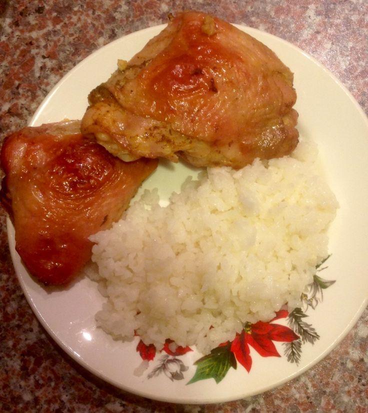 """Куриные бёдра, запечённые в духовке с отварным рисом """"К ужину"""""""