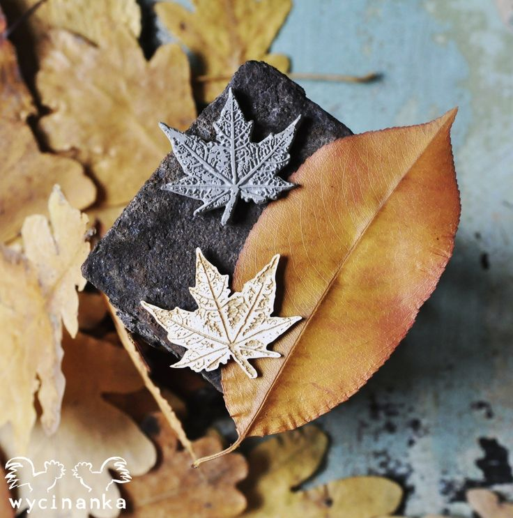Autumn leaves - rubber stamp and engraved cardboard.