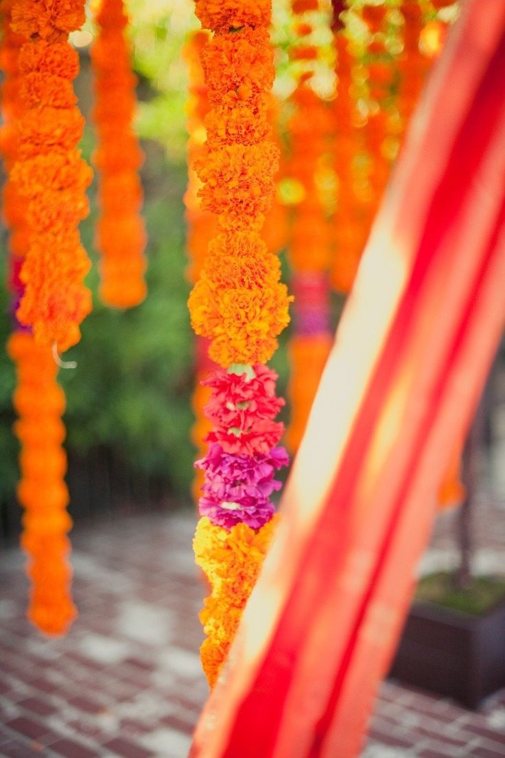 Floral garland.: Floral Garlands, Colors Combos, Floral Design, Blue Boxes, Wedding Floral, Garlands Ideas, Indian Wedding, Wedding Design, Colors Inspiration