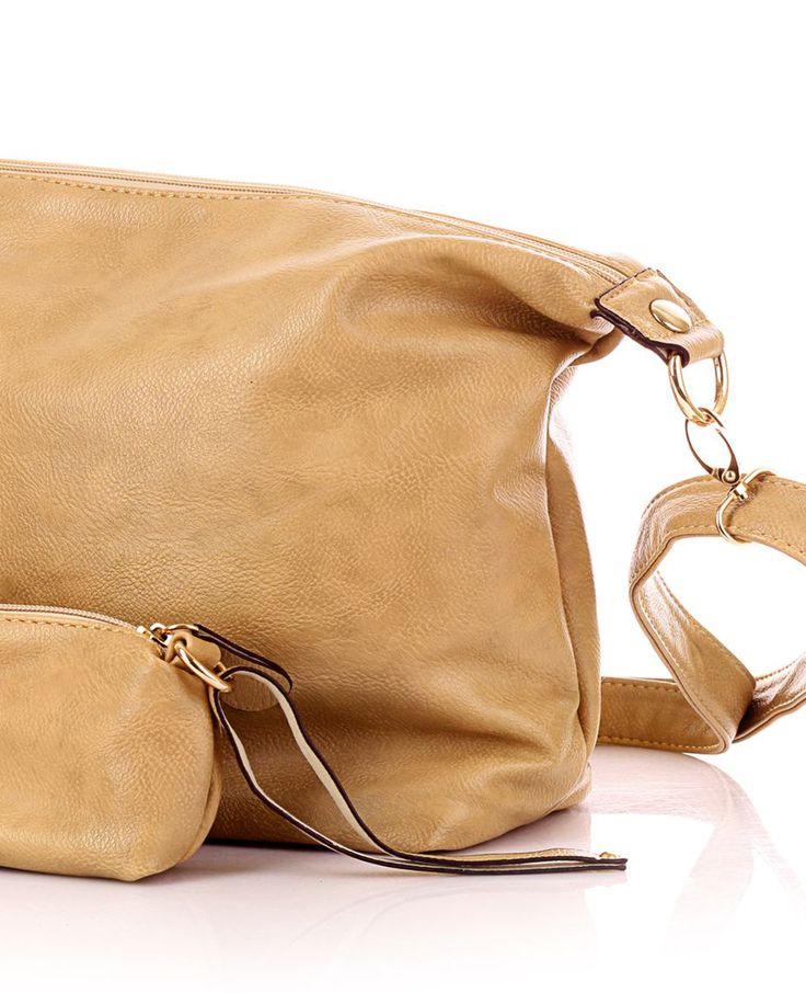Als het op handtassen aankomt gebruiken we liefst elke dag een nieuwe. Op een gegeven moment worden ze vies of lelijk. Zo houd je je handtas mooi. | Flairathome.nl #FlairNL