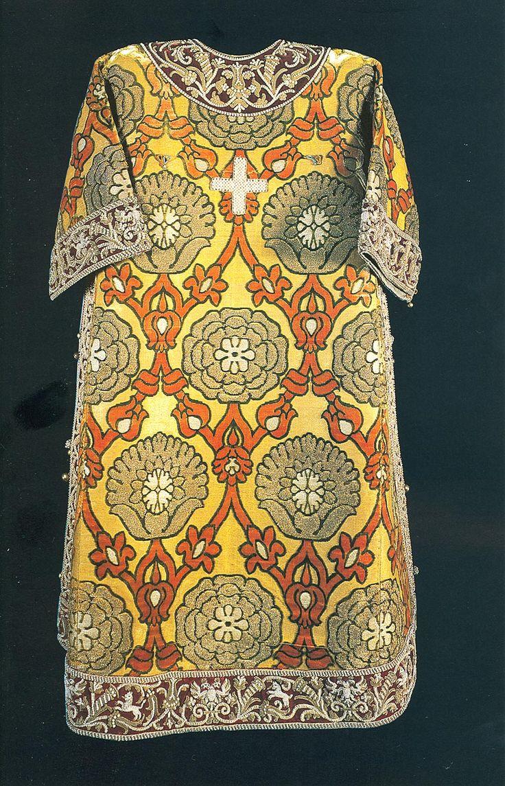 Саккос патриарха Адриана (1691), Мастерские Московского Кремля. Бархат, серебро, жемчуг, шитье, литье, чеканка. Бархат аксамиченный - Италия. ГММК