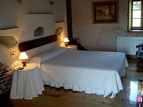 Descubre la casa de turismo rural A Casa da Cabaza, llamada antes Casa do Cabazo, en Lugo, Galicia. Consulta sus Promociones.Reserva con descuentos.