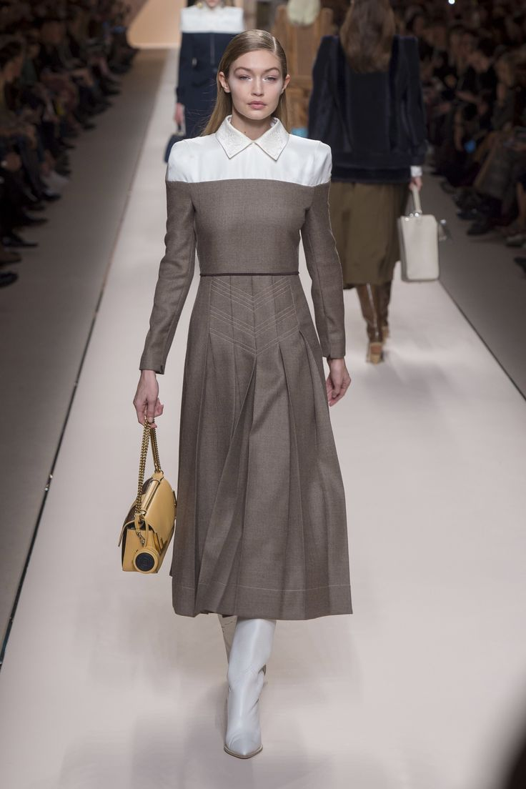 Fendi Fall 2018 Ready to wear Fashion Show Collection: See