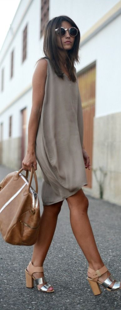 Street style | Neutral dress, heels, handbag