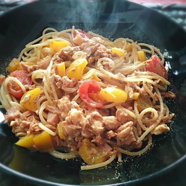 給料日ですが、冷蔵庫の残り物と食品貯蔵室の食材整理料理ですわ(*^^*) 4時から仕事(^_^)/~~ - 40件のもぐもぐ - Il pranzo mio di oggi e Spaghetti al tonno e pancetta~♪ 今日のランチはツナとベーコンのスパゲティ、パプリカ、アイコ(ミニトマト)、クリームチーズ入り(^^)v by hkim