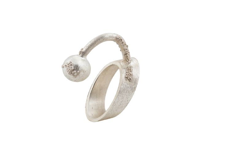 Ring signed by David Sandu - Contemporary Jewelry Design.