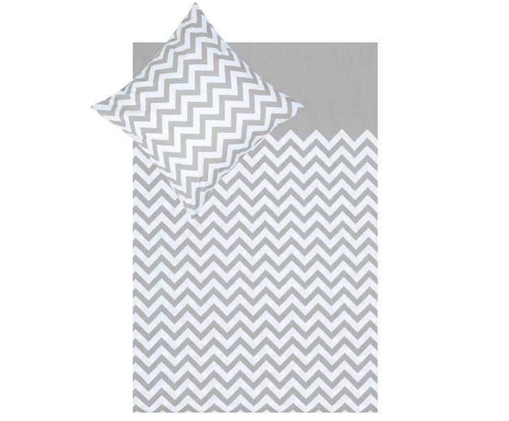 Bleiben Sie auf Zack! Mit Bettwäsche-Garnitur LINDA können Sie sich das angesagte Chevron-Muster auch in Ihr Bett holen. Der sanfte Farbenmix aus elegantem Grau und reinem Weiß wiegt Sie friedlich in den Schlaf und sorgt in Kombination mit dem stylischen Zick-Zack-Muster für ein trendiges Erscheinungsbild. Schlüpfen Sie unter die Baumwoll-Bettdecke und freuen Sie sich auf selige Nächte.