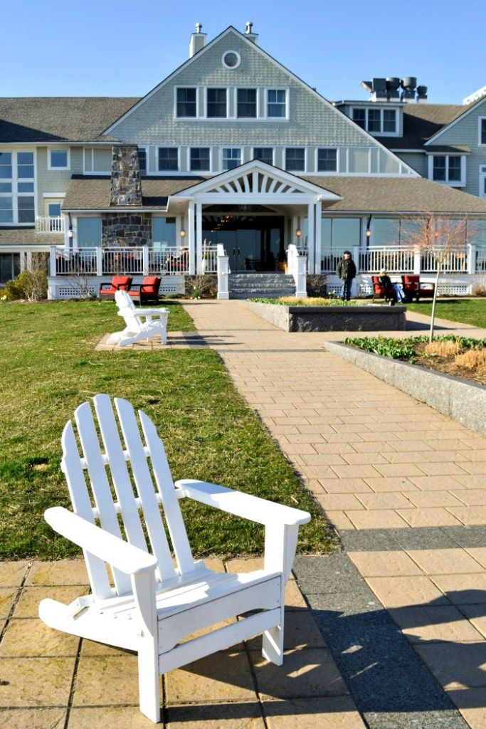The Inn by the Sea in Cape Elizabeth, Maine is a great destination for family travel. The Inn's restaurant features locally sourced food and an unbeatable view of the ocean from @realfoodrecipes