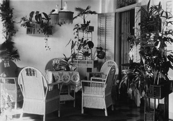 Foto. Galerij van een huis, Nederlands-Indië