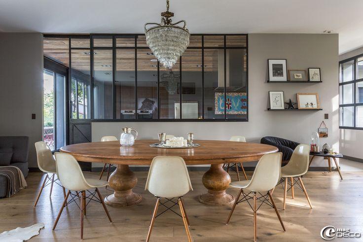 dans la salle manger de c cile sim one grande table de chasseur chaises dsw sign es charles. Black Bedroom Furniture Sets. Home Design Ideas
