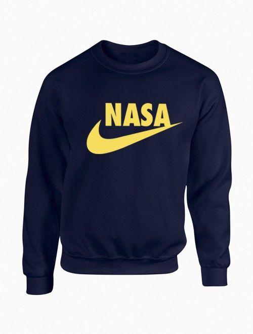 Sudadera de hombre NASA logo Nike.  Encuentra las útlimas tendencias en #sudaderas y ropa joven para hombre en nuestra tienda online. http://latiendajoven.com/145-sudaderas-hombre #sudaderashombre #nasa #nike #sudaderaspersonalizadas #sudaderasbaratas