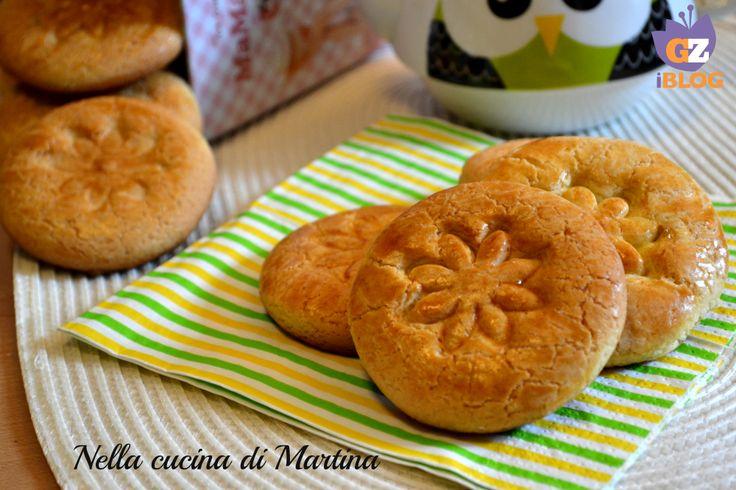 I tarallucci sono dei biscotti secchi semplici da fare e veloci. Sono formati da ingredienti comunissimi e il risultato vi conquisterà!