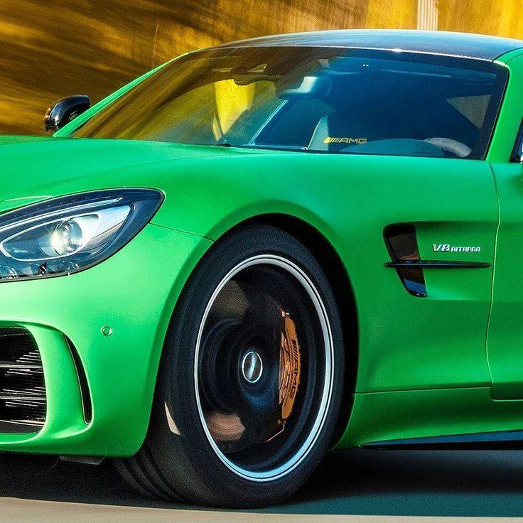 Mercedes AMG GT R 2017 Essa é a versão mais invocada do superesportivo. O GT R recebeu mudanças técnicas em relação ao GT S para chegar a um desempenho maior. O motor é um V8 biturbo 4.0 com mais 75cv resultando em 585 cv de potência e brutais 700 Nm já com 1.900 rpm. O câmbio é automatizado de dupla embreagem e a tração é traseira. O conjunto garante 0 a 100 km/h em 36 segundos e máxima de 318 km/h. #CarroEsporteClube #MB #mercedesbenz #GTR #MercedesAMG #AMGGT #fastcars #acelerados #auto…