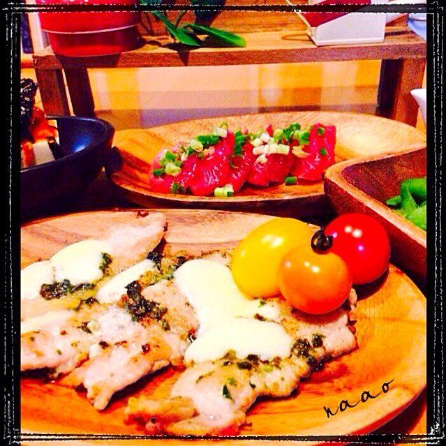 ♥️豚ロースソテーonチーズ ♥️マグロカルパッチョ ♥️枝豆 ♥️冷奴キムチのせ韓国海苔フレーク  今日、いつも買い出しに行くスーパーで、韓国海苔フレーク発見〜(≧∇≦)200g入りで500円でした♥️コストコより安いのかな?? パスタとか、素麺にもばんばん使えそうです♥️ - 54件のもぐもぐ - 豚ロースのソテーonチーズ♥️ by naohayuka224