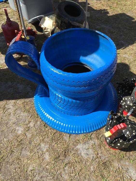 http://artesanatobrasil.net/jardim-com-pneus-coloridos/ - Xícara de pneus